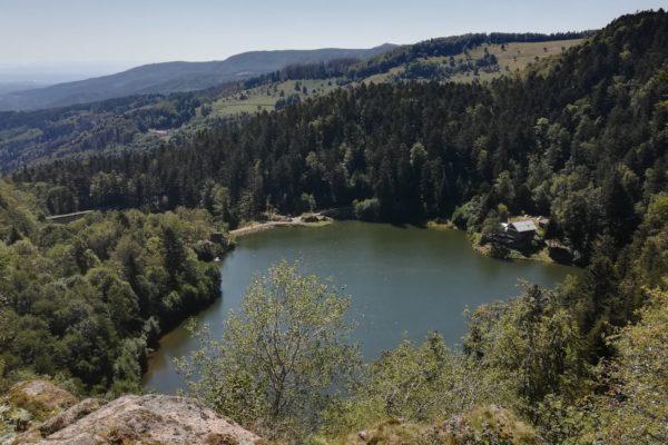 Vue sur les lacs et l'auberge